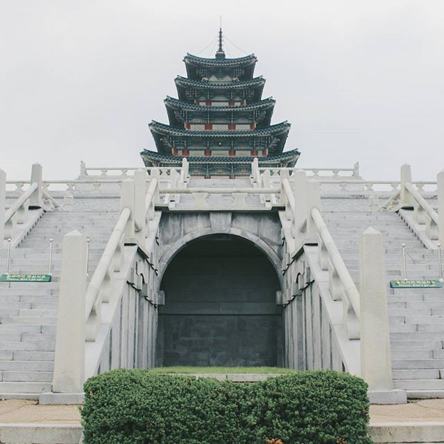 The white palace  #Korea #korean #SouthKorea #southkorean #Seoul #seoul_korea #seoulsnap #ig_korea#vscokorea #imagineyourkorea #서울#한국