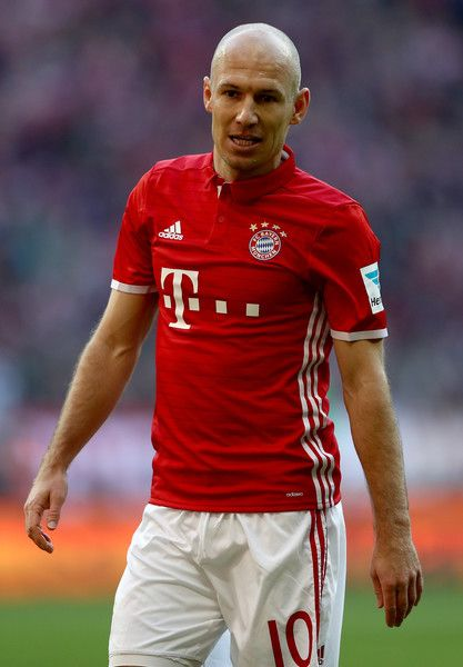 Arjen Robben Photos Photos - Arjen Robben of Bayern Muenchen reacts during the Bundesliga match between Bayern Muenchen and Hamburger SV at Allianz Arena on February 25, 2017 in Munich, Germany. - Bayern Muenchen v Hamburger SV - Bundesliga