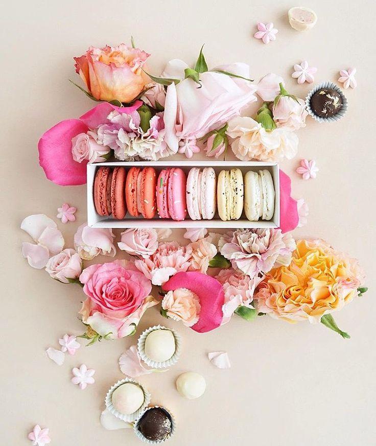 Macarons in box, flowers, pinterest: swimchickstyle ;)