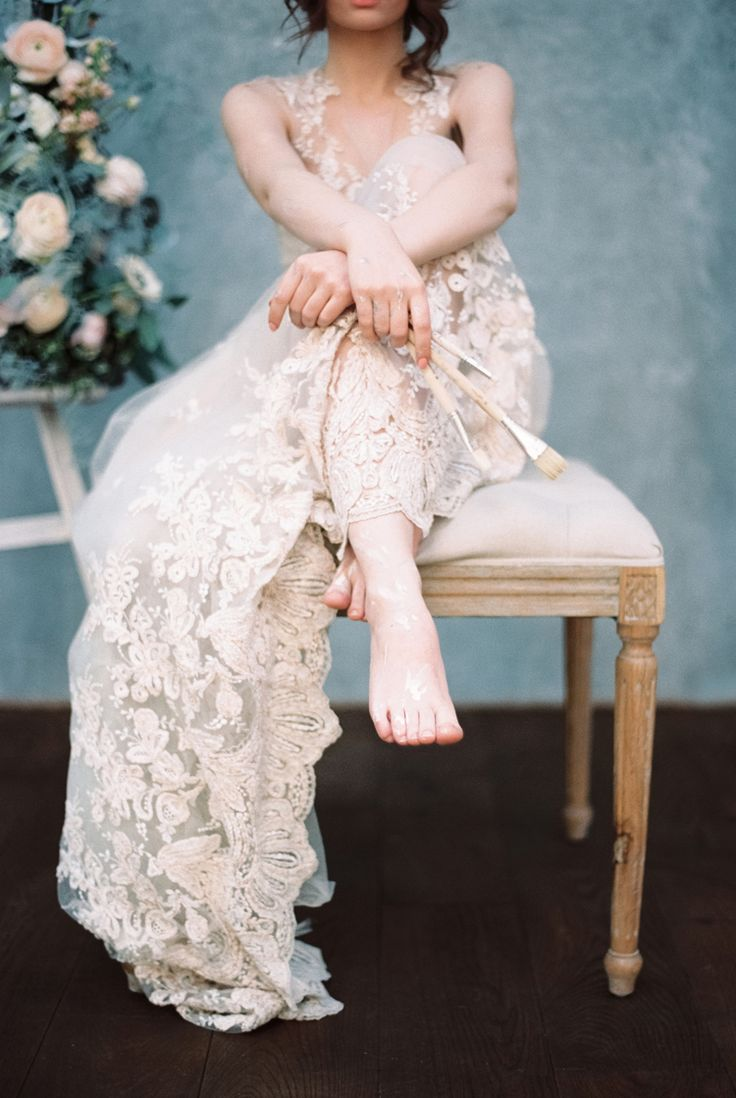 Gorgeous blush wedding dress - Blue Watercolor wedding inspiration | Photography : yaroslavandjennyphotography.com/ | Read more #weddinginspiration on fabmood.com: