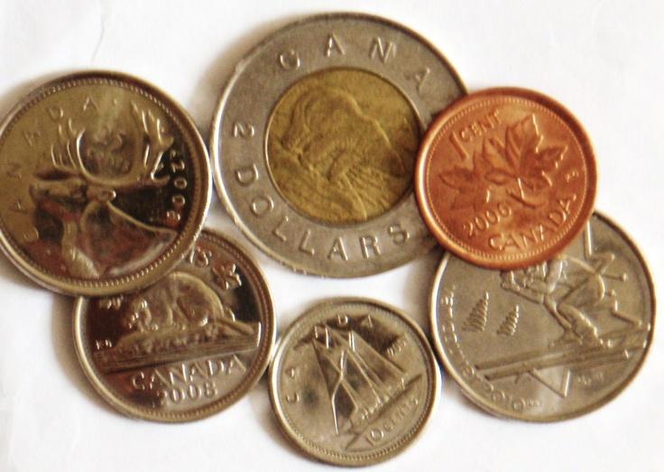 Encuentra las monedas    ¿Qué necesito? Varias monedas de la misma o diferente denominación    ¿Cómo se juega? Tu peque cuenta hasta 20, mientras tú escondes las monedas. Tu peque trata de encontrar las monedas. Una vez que localice todas, es su turno de esconderlas y el tuyo de encontrarlas.