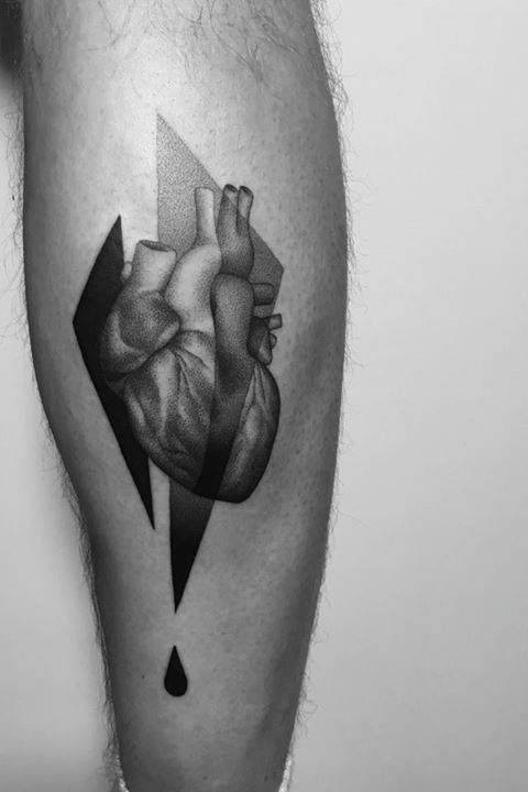 Anatomical heart tattoo on the calf. Tattoo Artist: Paweł Indulski · Dotyk
