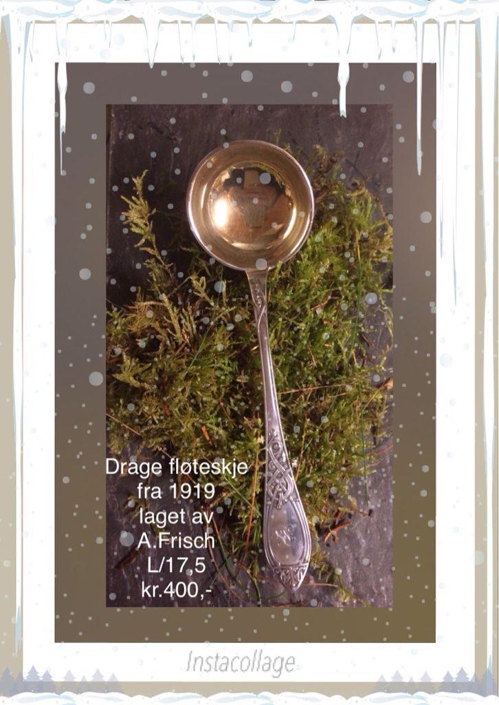 Gammel sølv fløteskje i dragemønster.