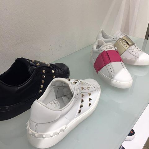 VALENTINO® Open ⚫️⚫️⚫️ ✨💥 Valentino GARAVANI ® . 🗣  Valentinomania 🍭💥👑🔥👍🏽💯😱😱 #sneakersaddict #balenciaga #balenciagamarble #balenciagasneakers #menwithstyle #menstyle #parisfashion #sneakersmag #sneakershead #sneakerholics #sneakershouts #sneakers #or_ #mhd #rapfrancais #hiphopfrancais #hiphopderue #lacrim #lartiste #jul #afrotrap #djrocj #djhamida #sultanofficiel #gradur #Alonzo#valentinomania #valentino #camouflage #valentinogaravani