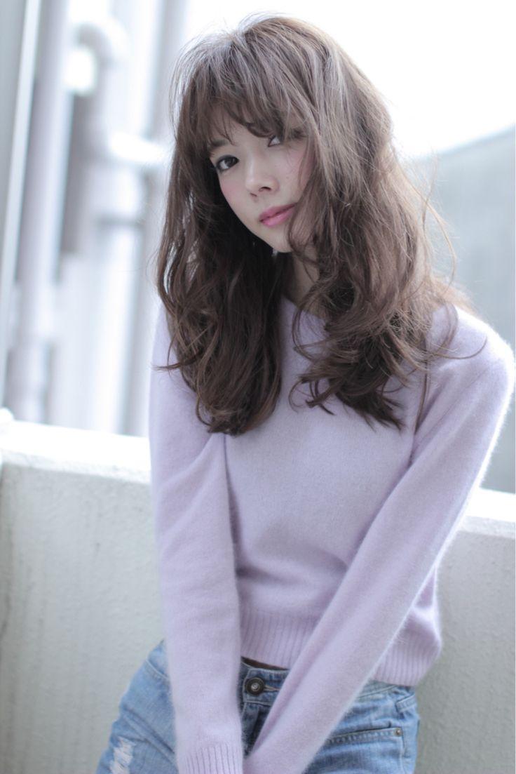 ぐるぐる巻き髪をふわふわほぐして♡ 参考にしたいアンニュイカールのヘアスタイル。