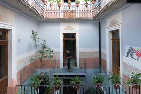 Construido en 2016 en Heroica Puebla de Zaragoza, México. Imagenes por Amy Bello. Este proyecto consiste en una rehabilitación arquitectónica de un inmueble que data de finales de siglo XIX, ubicado en el centro histórico de la...