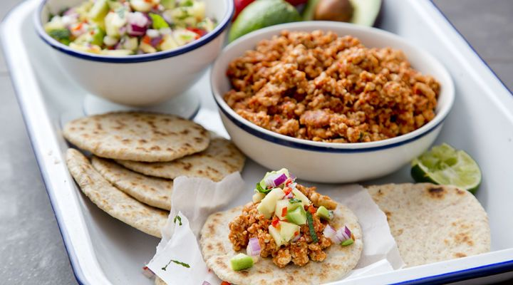 Turkey mince tacos with pineapple salsa | Recipe in 2020 ...