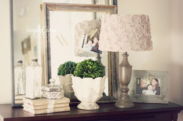 Lampada decorata con rose in tessuto in stile Shabby Chic