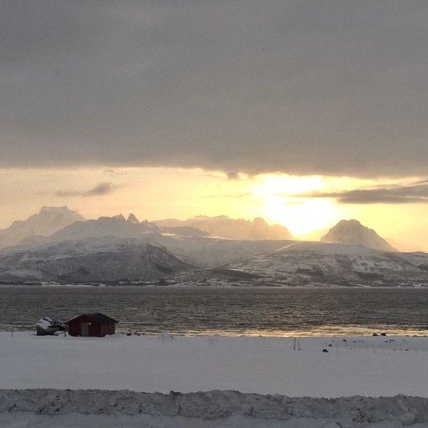 #Vesterålen #Lofoten #Nordnorge #ig_nordnorge #fjell #fjord #sjø #utsikt #mountains #Norway #visitnorway #sea #see #berge #view #horizon #landscape #Fishing #boathouse #ocean #kayak #nature #naturelovers #grey #Arctic #light #sonne #Winter #time #free