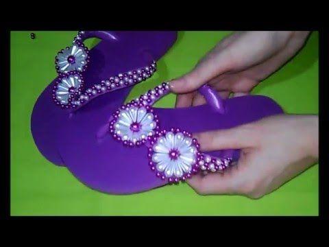 chinelo bordado com flor gotas de pérola