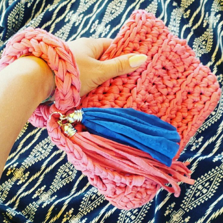 Fb page Handmade crochet #handmadecrochet #fattoamano #handbag #uncinetto