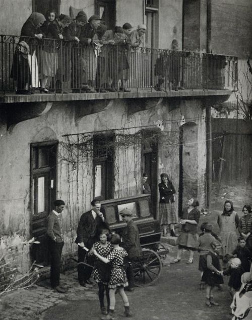 BUDAPEST  Photo: Martin Munkacsi (1896-1963)