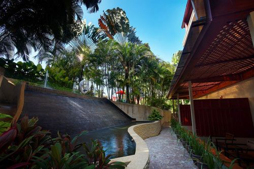 Ideally situated in a peaceful haven within walking distance to Phra Nang Bay…