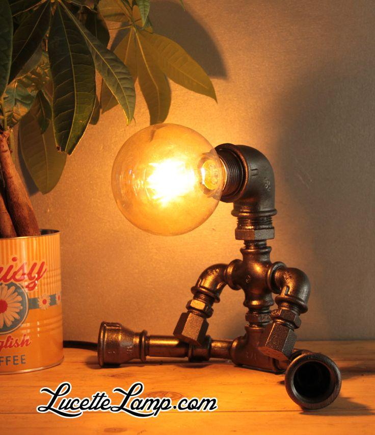 robot, industrial pipe lamp, plomberie, dogpipe, Lampe métal Loft, lampe vintage, pipe lamp, steampunk, lampe en tuyau de fonte,  ampoule Edison,  déco industrielle, lampe cuivre, Lampe industrielle, déco atelier, lampe de table en tube acier, luminaire, décor industriel, , mobilier industriel,  raccords de tuyauterie en acier, lampe de bureau, raccords de plomberie, raccords de tuyauterie en métal, tuyau acier, Light Water Pipe, iron pipe lamp, raccord, noir, lampe à poser