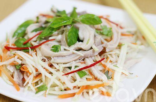 Cách làm nộm ổi dạ dày heo lạ miệng ăn chơi - http://congthucmonngon.com/35458/cach-lam-nom-oi-da-day-heo-la-mieng-an-choi.html