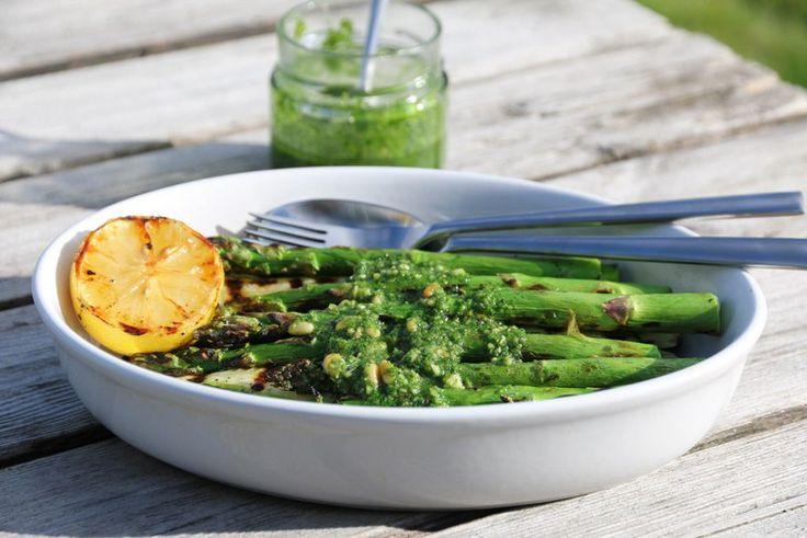 Grillet squash og asparges med pistou