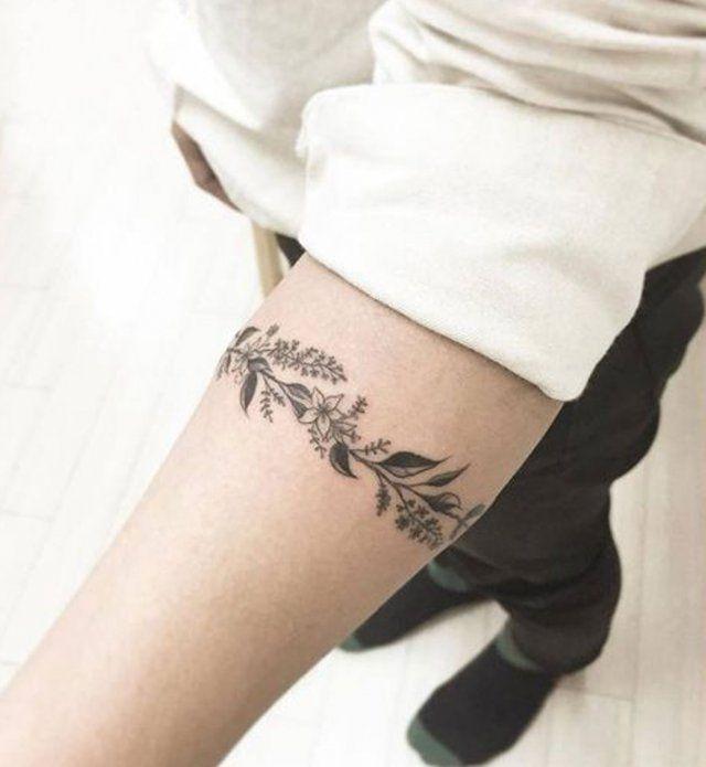Les 25 meilleures id es de la cat gorie tatouages de petite fleur sur pinterest jolis - Tatouage manchette poignet femme ...