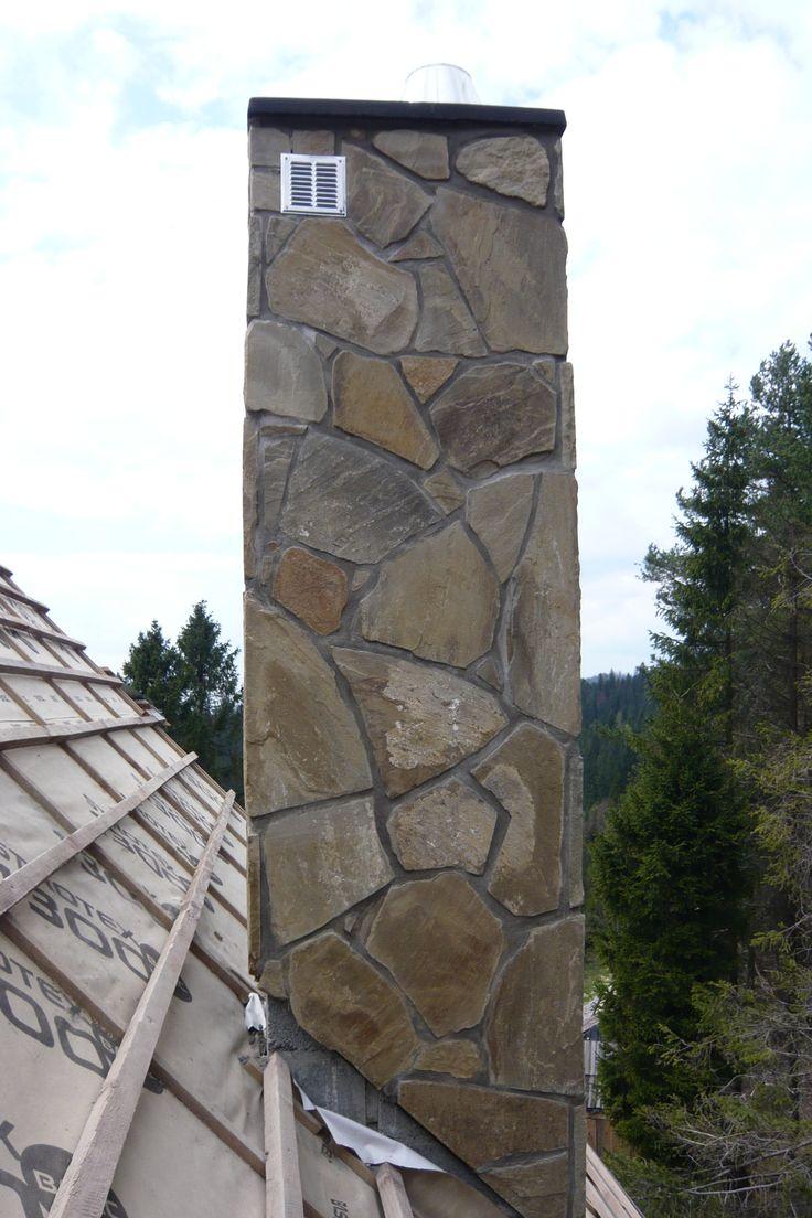 Komin z kamienia naturalnego - dzikówka.   Zobaczcie nasze realizacje na www.hanwil.pl biuro@hanwil.pl tel: 667 083 023   Oferujemy marmur, granit, kwarcyt, wapień, gnejs oraz wszelkiego rodzaju kamienie dekoracyjne.