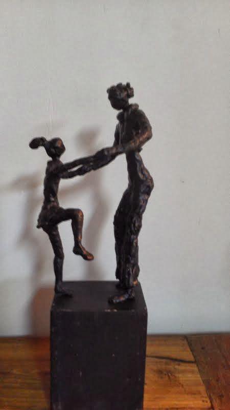 Moeder dochter gemaakt in brons