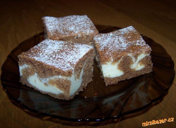 Kakaové těsto: <br>1 hrnek hladké mouky<br>1 hrnek hrubé mouky<br>1 hrnek cukru krupice<br>1 hrnek m...