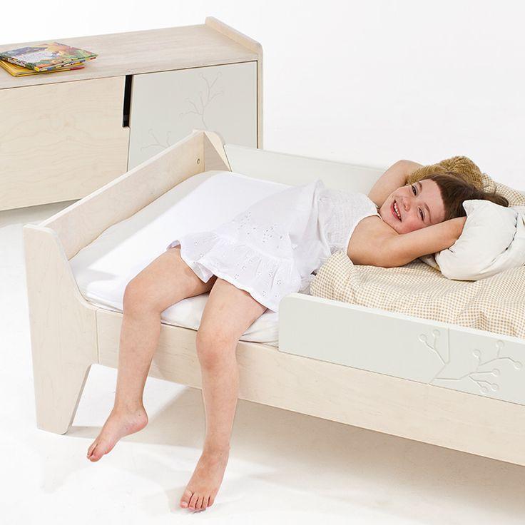 Kukuu Bird & Berry Bed & Mattress - Milk