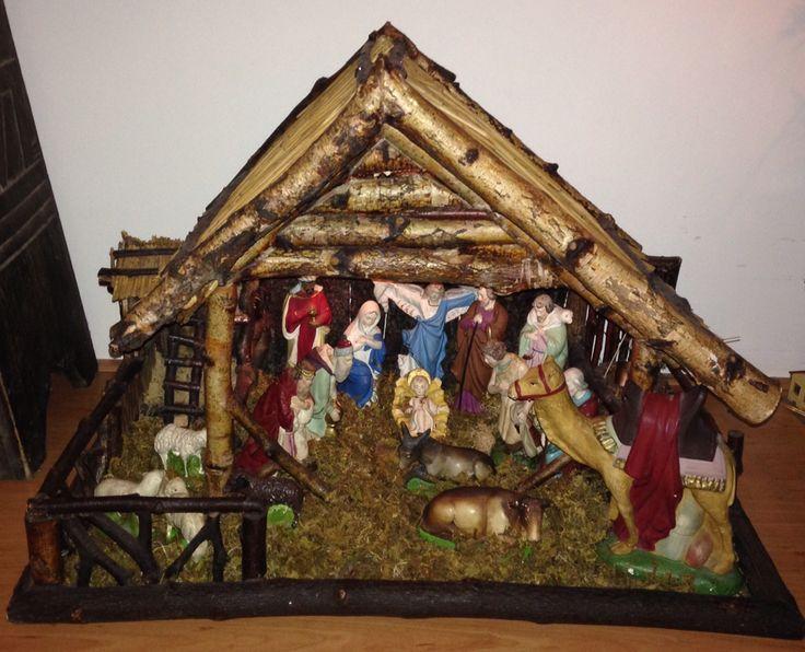 Kerststal met meer dan 100 jaar oude beeldjes.