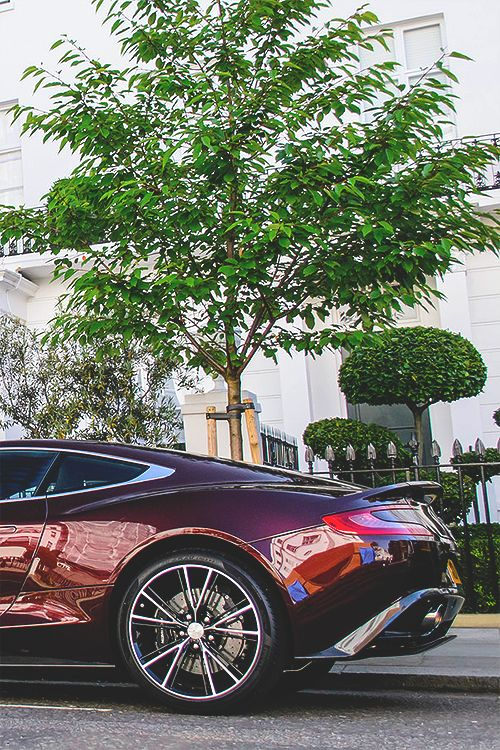 wearevanity:  Aston Martin Vanquish