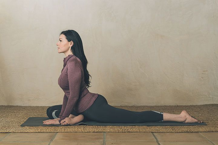 Laura Prepon's Stash Plan Stretches: Actress Laura Prepon does these three stretches each day to improve her health.