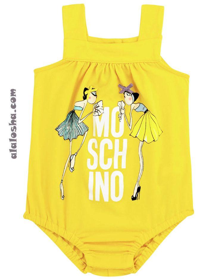 Женщины всех возрастов любят дизайн Moschino за неожиданные сочетания и элементы, напоминающие о детстве, за игривое пренебрежение к общественным нормам и ожиданиям. Красочные, веселые, шутливые и стильные мотивы, которые еще недавно были замечены на взрослом подиуме бренда, теперь украшают детскую коллекцию.