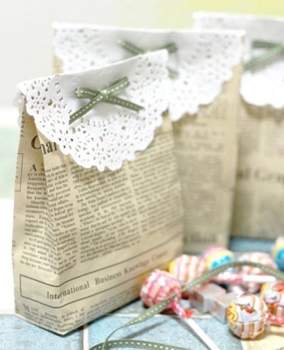 Weddbook ♥ diy gift bags made from newspaper and doily. Handmade - DIY wedding favor ideas. Cheap wedding favor ideas. doily favor bow diy vintage