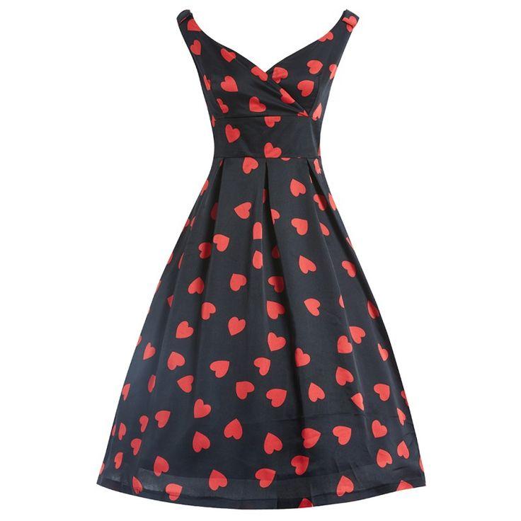 Šaty Lindy Bop Fay Black Heart Šaty ve stylu 50. let. Krásné černé šaty s červenými srdíčky vhodné na svatbu, večírek či romantickou večeři ve dvou. Lehký splývavý materiál podobný saténu (100% polyester), zajímavě řešený výstřih s překřížením, ramínka jsou opatřena malými mašličkami, širší všitý pas zvýrazní linii vaší postavy, sukně má od pasu dolů pravidelné sklady. Šaty mají slabou podšívku, krytý zip v zadní části, kde jsou šaty také mírně vykrojené. Pokud budete chtít mít bohatou…