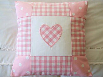 Check out this pretty patchwork pillow - easy and cute