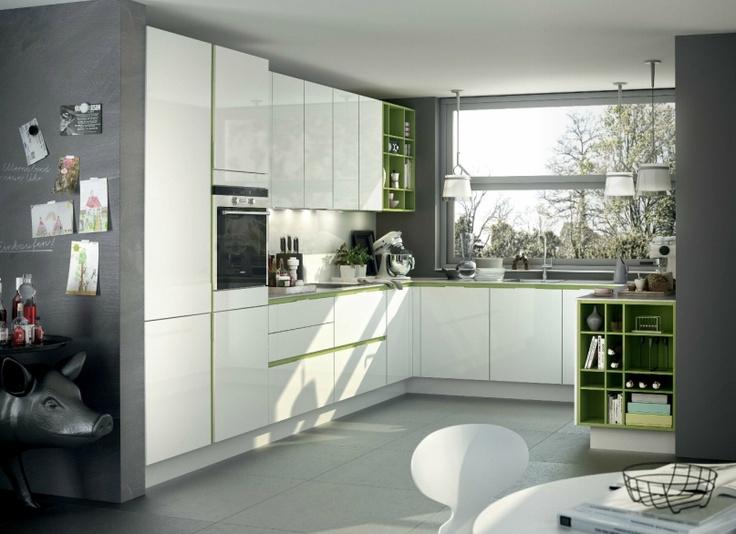 Nog een SieMatic S3 keuken, maar nu uitgevoerd in wit met olijfgroen als accentkleur.