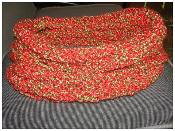 Christmas cowl red green and gold by Nicoinstitches on Etsy, $14.99