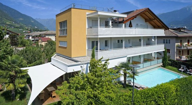 Hotel Petra Lana Surrounded by fields and orchards, Pension Petra is a 3-star property offering a nice garden with a heated salt water pool. It is around 1 km from the centre of Lana and a 15-minute drive from Merano.