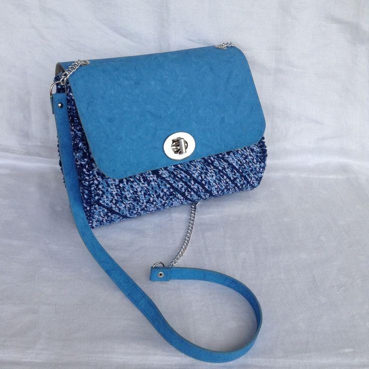 Borsa su rete azzurra con tracollina in metallo e patella in eco pelle turchese : Borsette di bags-dream-team