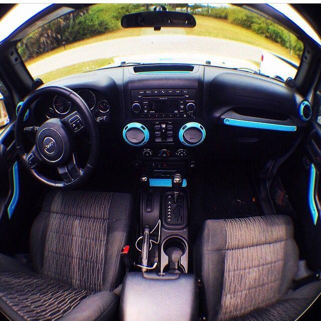 Jeep Wrangler w Tiffany Blue accents... Okay!