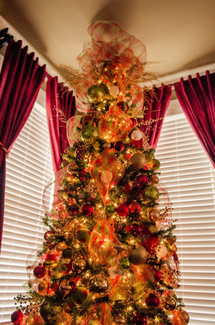 Christmas tree decorating with burlap and deco mesh craft outlet - Deco Mesh Christmas Tree So Pretty Using Deco Mesh Instead Of Garland