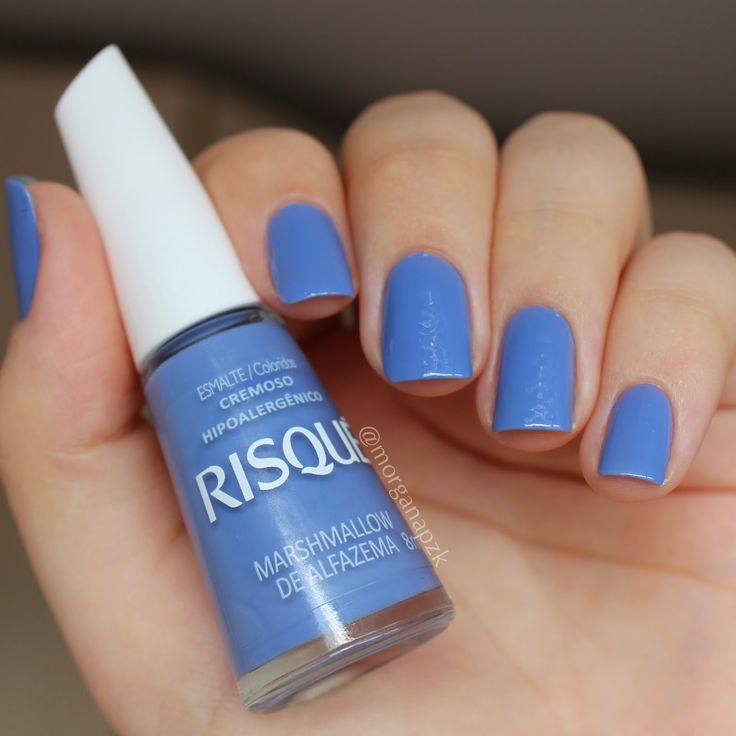 Blue nails.  Nail art. Nail design. Polish. Polishes. Marshmallow de Alfazema da Risqué. By @morganapzk