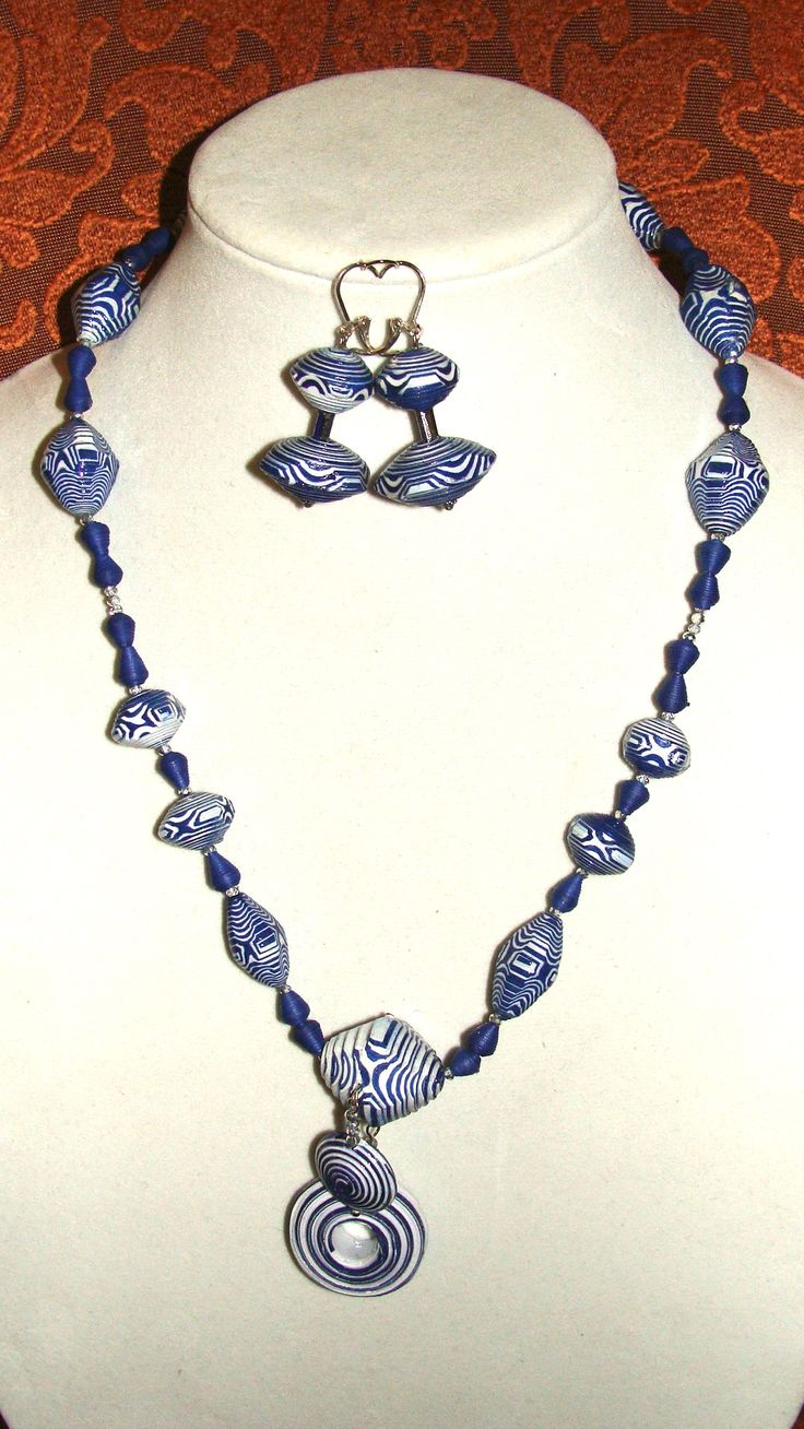 ME BEADS Navy and white faceted necklace and earrings