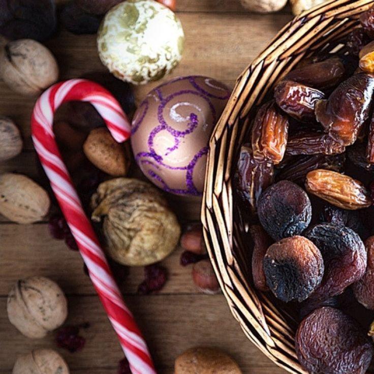 """Quand arrive le moment du dessert à Noël, c'est souvent la bûche qui fait son entrée. Sauf en Provence, où, si l'on respecte les traditions, on apporte """"les 13 desserts de Noël""""..."""