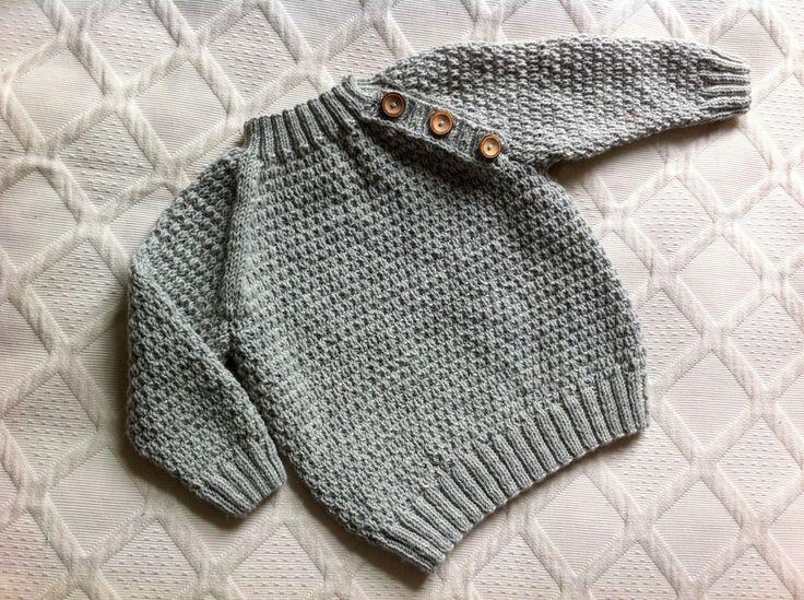 Det er efterhånden lææænge siden jeg påbegyndte et for mig forholdsvist ambitiøst strikkeprojekt. En lille trøje til den lille baby der på det tidspunkt holdt fest inde i maven på mig. Jeg blev ins...