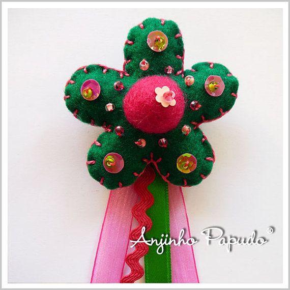 Dark Green and Pink Flower Brooch by anjinhopapudoshop.