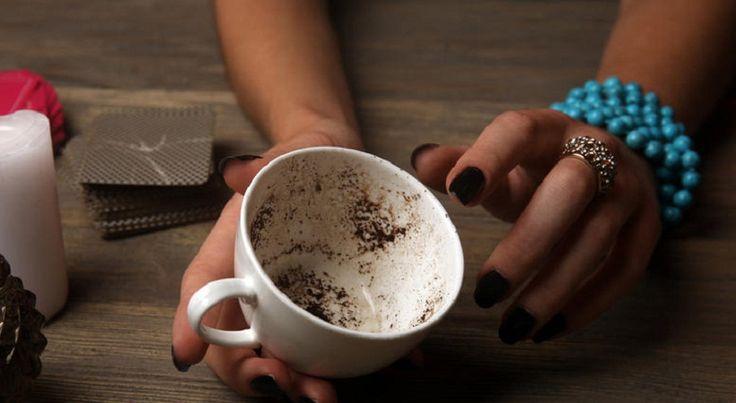 Πίνεις τον ελληνικό καφέ σου, γυρίζεις το φλιτζάνι, περιμένεις να στραγγίσει, τραβάς τρεις φωτογραφίες του και τις στέλνεις μέσω… εφαρμογής android σε καφετζού!