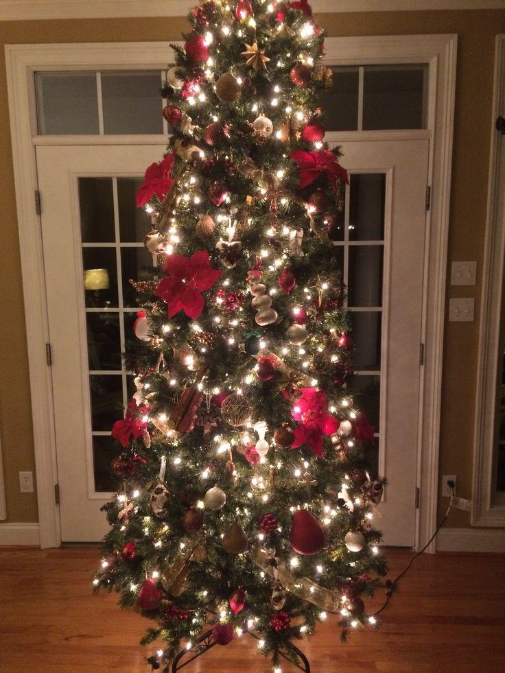 En mi familia es tradición que soportar nuestro árbol de Navidad el fin de semana de Acción de Gracias. Mi mamá estaba muy orgulloso del árbol este año.