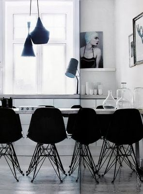 Black and white dining space.: Dining Rooms, Black And White, Interiors Design, Black White, Black Chairs, Kitsch Kitchens, Modern Kitchens, Side Chairs, White Kitchens