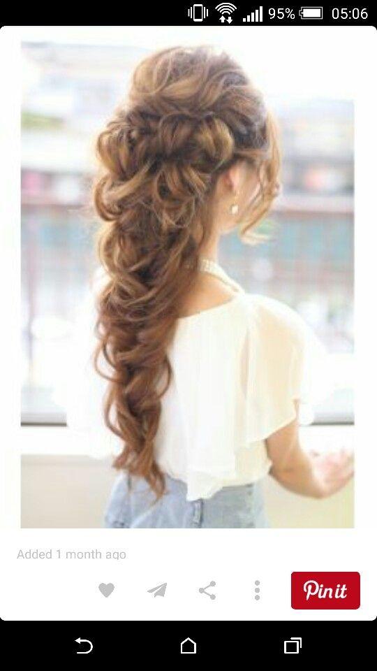 Love this for bridal hair