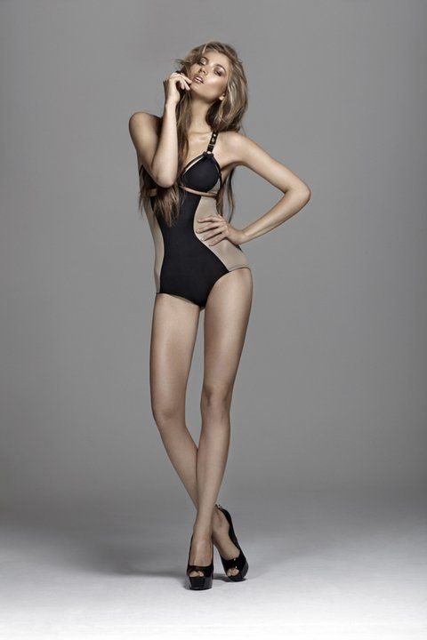 Definitely want to try this modeling pose. Would be good for high fashion photography too!
