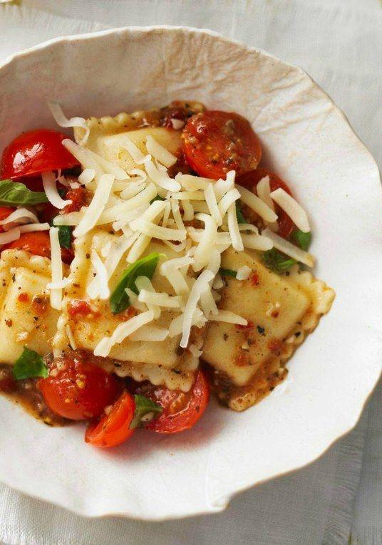 Receitas+de+macarrão+ +Raviolis+de+carne+com+molho+de+tomates