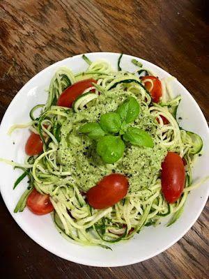 GATIM, MANCAM, SAVURAM: Zucchini cu pesto de avocado si busuioc
